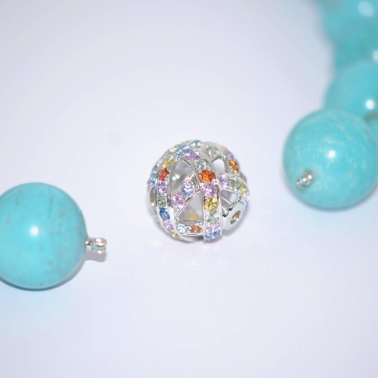 Natural Turquoises and White Gold 18K Colorful Sapphires Clasp Beaded Necklace In New Condition For Sale In Vannes, FR