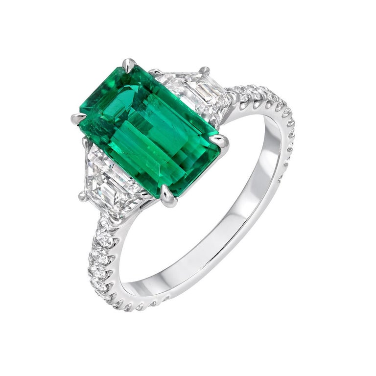 Modern Colombian Emerald Ring Emerald Cut 2.17 Carats AGL Certified Untreated No Oil For Sale
