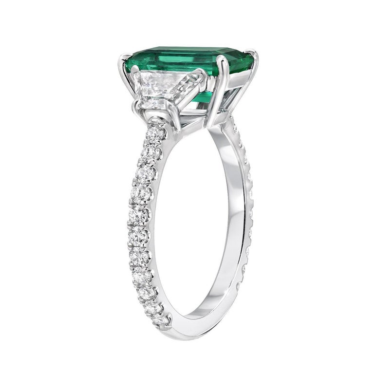 Colombian Emerald Ring Emerald Cut 2.17 Carats AGL Certified Untreated No Oil In New Condition For Sale In Beverly Hills, CA