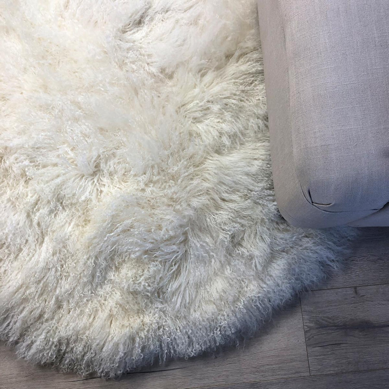 Natural White Round Fur Rug Mongolian