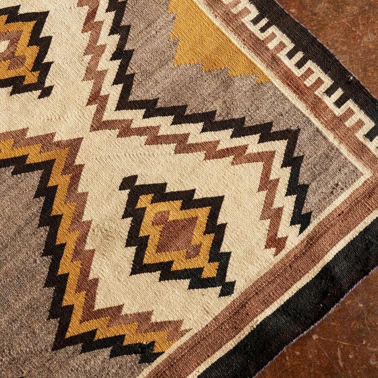 Navajo Eye Dazzler Textile, 1940s In Good Condition For Sale In Santa Fe, NM