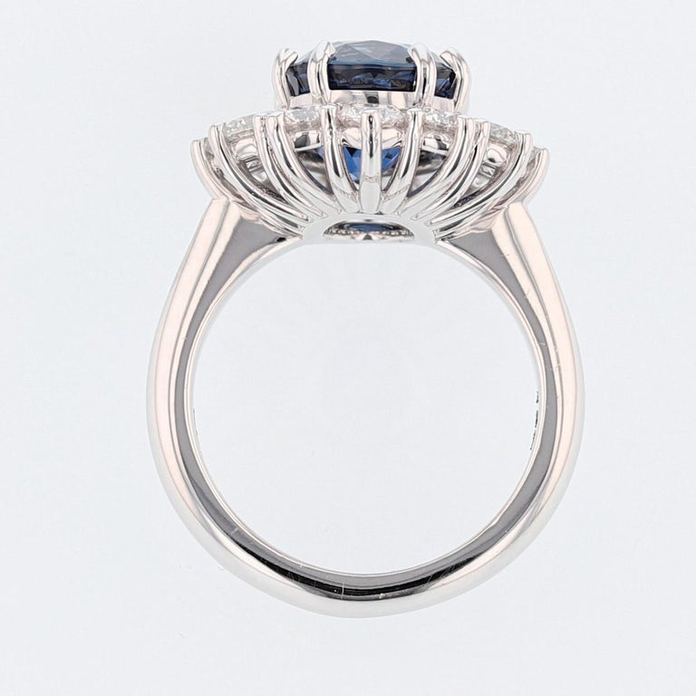Nazarelle 18K Gold 6.46ct GRS Certified Vivid Blue Sapphire and Diamond Ring In New Condition For Sale In Houston, TX