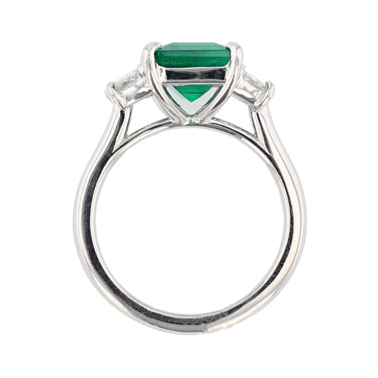 Contemporary Nazarelle Platinum 3.10 Carat Colombian Emerald Cut Emerald Diamond Ring For Sale