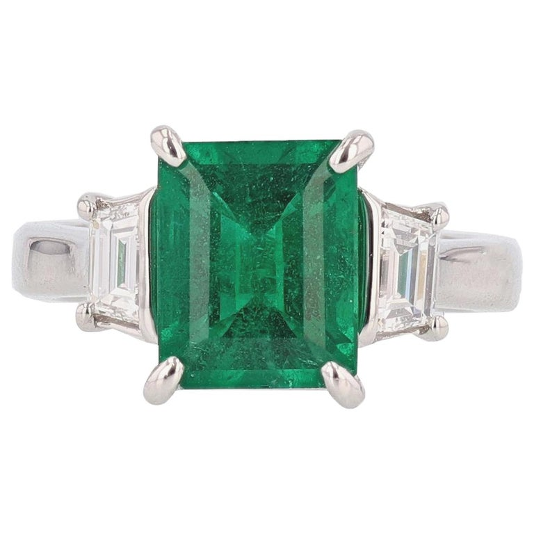 Nazarelle Platinum 3.10 Carat Colombian Emerald Cut Emerald Diamond Ring For Sale