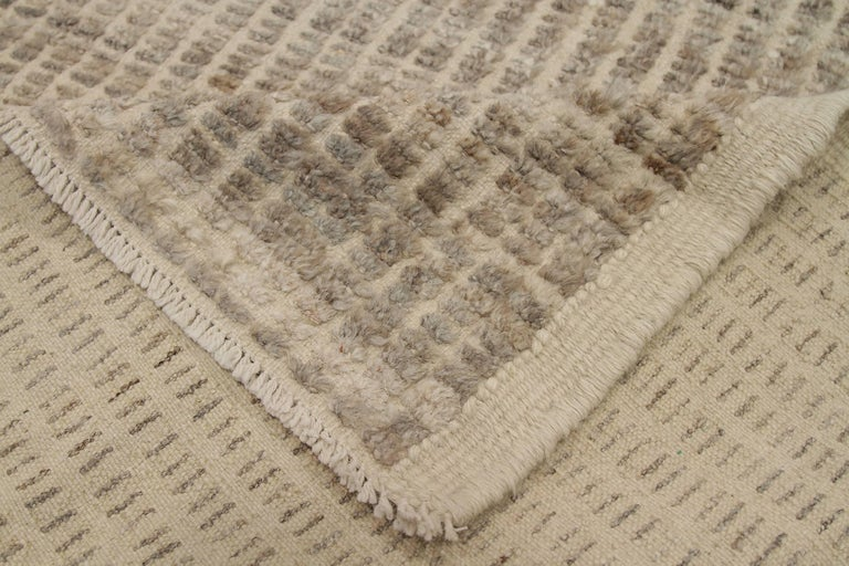 Nazmiyal Collection Beige Modern Distressed Runner. 3 ft 3 in x 12 ft 1 in  In New Condition For Sale In New York, NY