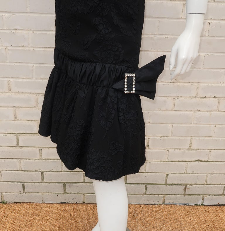 Neal of California C.1960 Black Jacquard Cocktail Dress With Ruffled Hem In Good Condition For Sale In Atlanta, GA