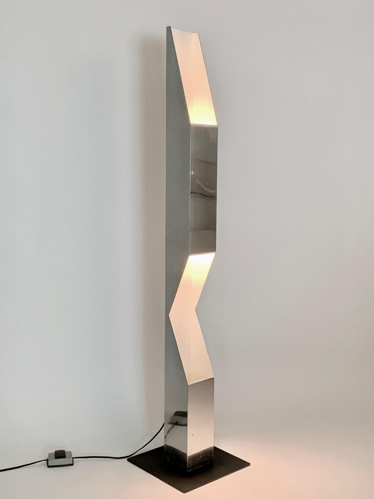 Neal Small for Koch & Lowy reflective polished aluminum periscope, tower floor lamp. In sculpted chrome, with white enamel interior and square black enameled steel base. Double sided standard size ceramic socket. Floor switch. Sculptural.