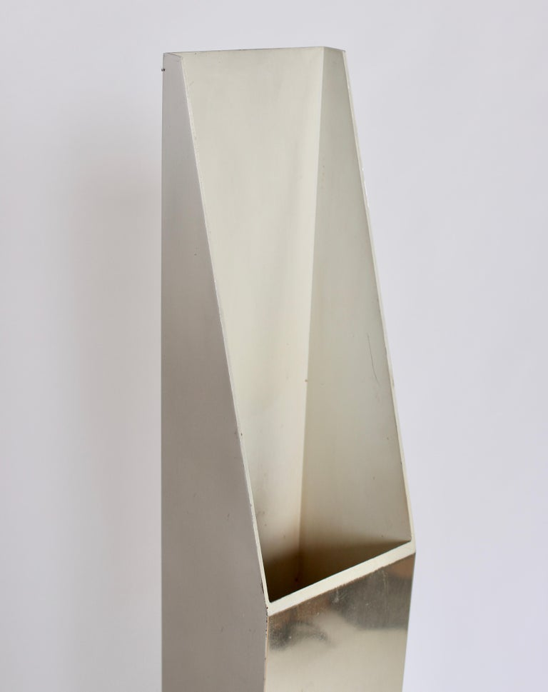 Neal Small for Koch & Lowy Aluminum and Steel Skyscraper Floor Lamp, 1970s In Good Condition For Sale In Bainbridge, NY