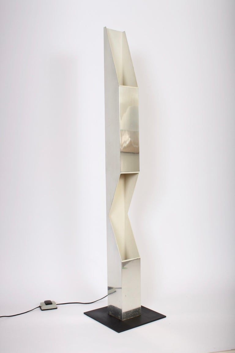 Neal Small for Koch & Lowy Aluminum and Steel Skyscraper Floor Lamp, 1970s For Sale 2