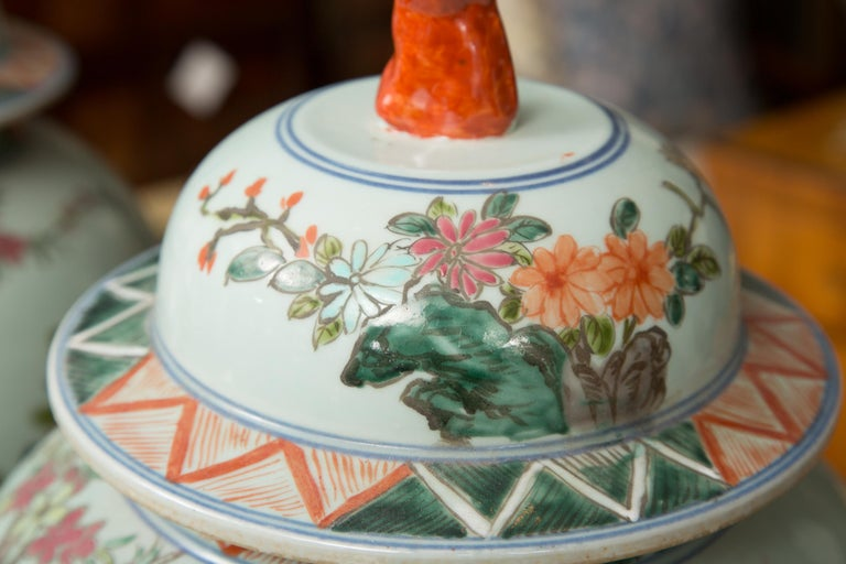 Near Pair of Chinese Lidded Urns In Good Condition For Sale In WEST PALM BEACH, FL