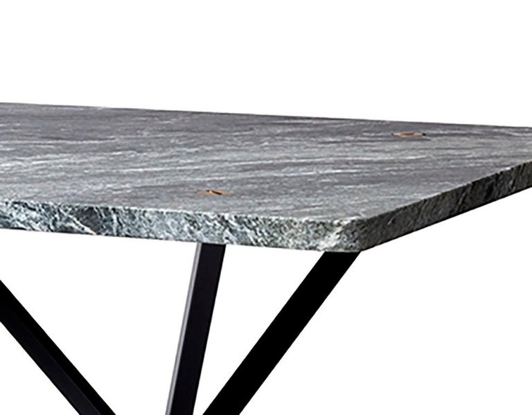 The neb rectangular table has a wide range of applications; dining table at home, a work tableat the office or a large conference table. The table comes in a number of variations, sizes, colors and materials to be able to fit its purpose in