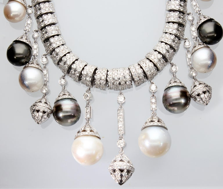 Necklace White Gold and Diamonds, Pendants with White and Black Pearls S.S. For Sale 7