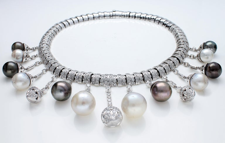 Necklace White Gold and Diamonds, Pendants with White and Black Pearls S.S. For Sale 10