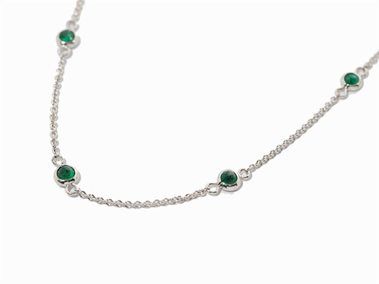 Art Deco Necklace with Emeralds, 750 White Gold For Sale