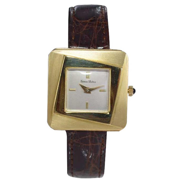 Neiman Marcus Mid Size Mid Century Wrist Watch in Excellent Original Condition For Sale