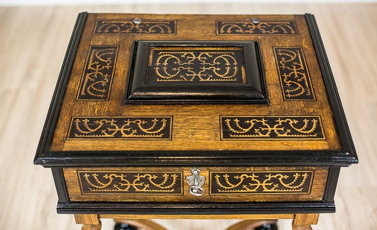 Neo-Baroque Oak Sewing Table, circa Late 19th Century In Good Condition For Sale In Opole, PL