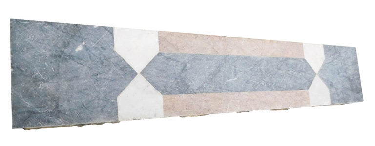 CLASSICAL Fireplace Most Softened Carrara Marble In Good Condition For Sale In Gembloux, BE