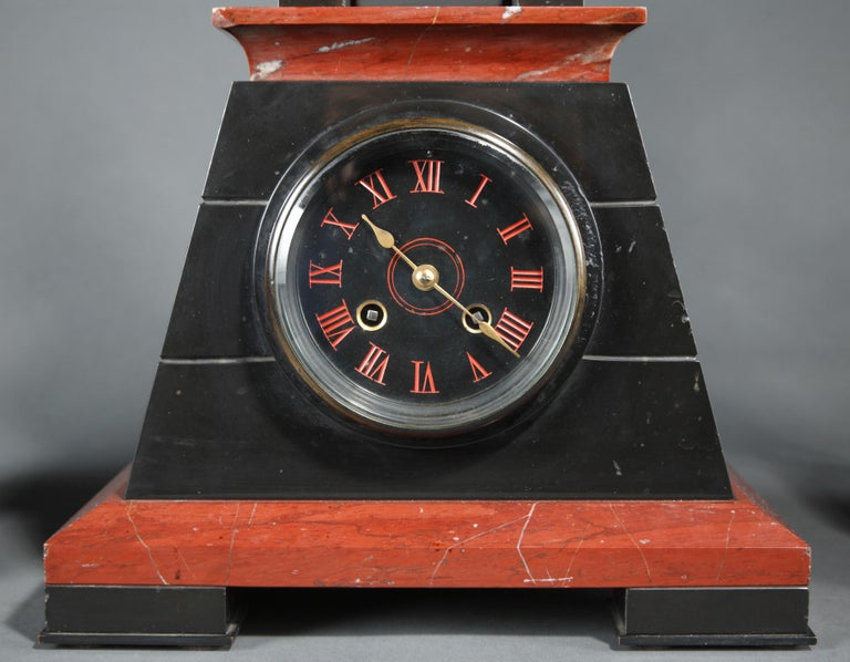 Nice Neo-Egyptian Marble Clock  In Good Condition For Sale In PARIS, FR
