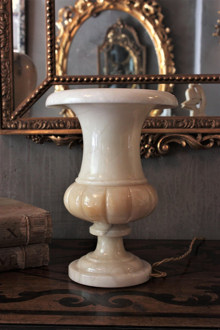 Neoclassical Art Deco Alabaster Urn Lamp For Sale 1