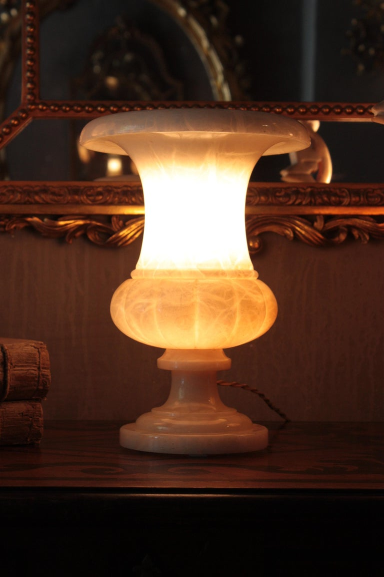 Neoclassical Art Deco Alabaster Urn Lamp For Sale 2
