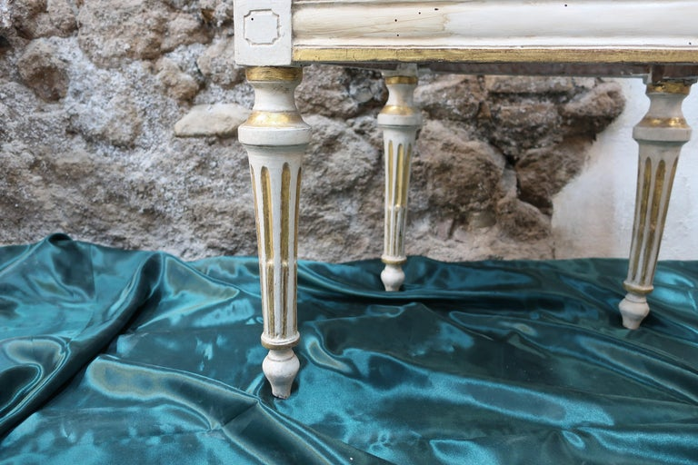 Neoclassical chair Walnut Wood Lacquered in Ivory and Gold In Good Condition For Sale In Rome, IT