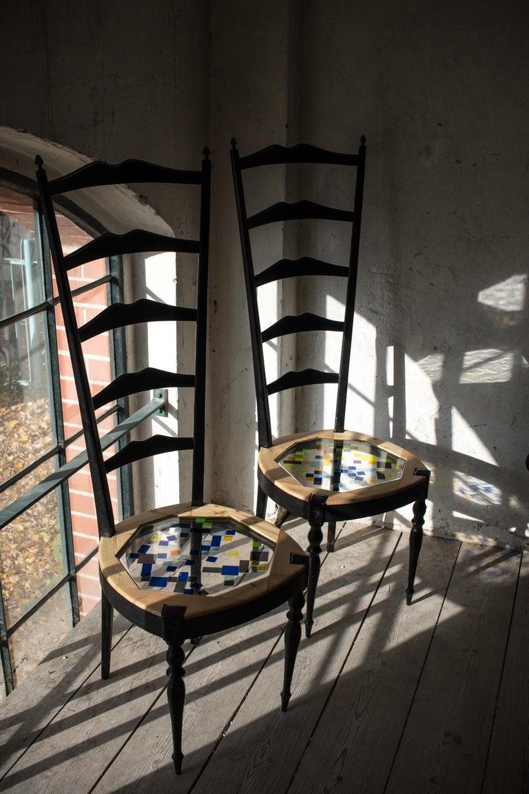 Paare Neoklassische hohe Stühle aus Holz, transparentem Harz und farbigen Fliesen 13