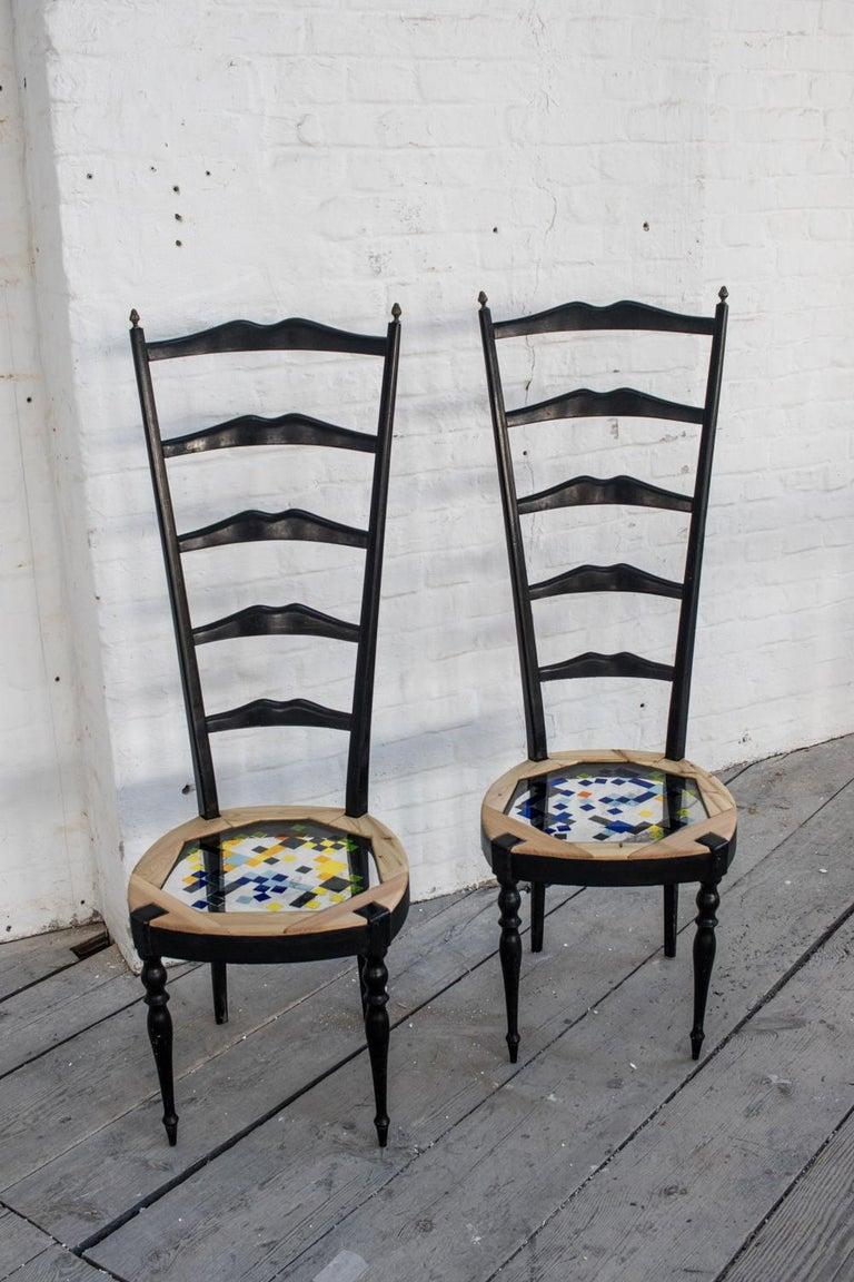 Paare Neoklassische hohe Stühle aus Holz, transparentem Harz und farbigen Fliesen 3