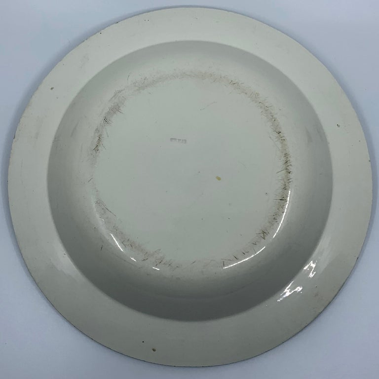 Neoclassical Creil Creamware Plate In Good Condition For Sale In New York, NY