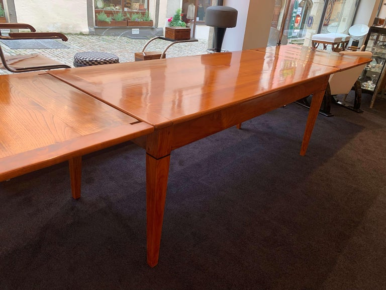 Neoclassical Expandable Dining Table, Cherry Wood, Chestnut, France, circa 1820 For Sale 6
