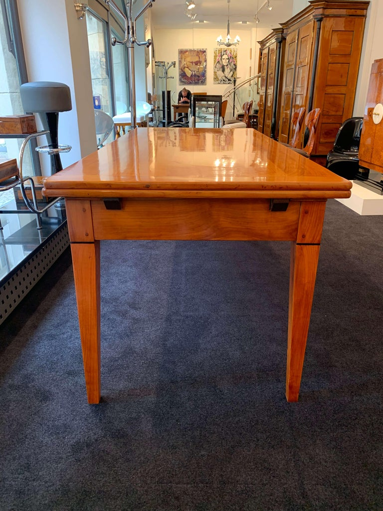 Polished Neoclassical Expandable Dining Table, Cherry Wood, Chestnut, France, circa 1820 For Sale
