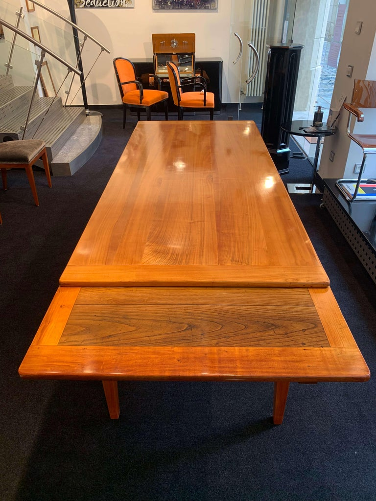 Neoclassical Expandable Dining Table, Cherry Wood, Chestnut, France, circa 1820 In Good Condition For Sale In Regensburg, DE
