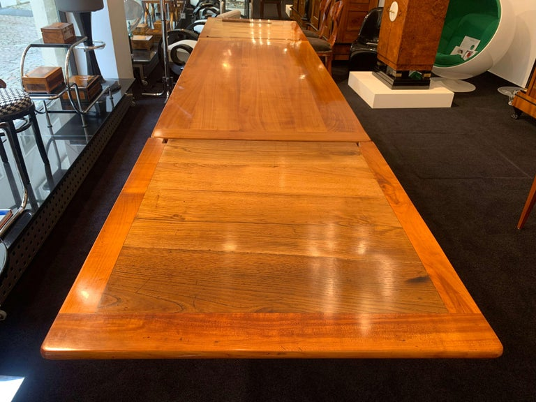 Early 19th Century Neoclassical Expandable Dining Table, Cherry Wood, Chestnut, France, circa 1820 For Sale
