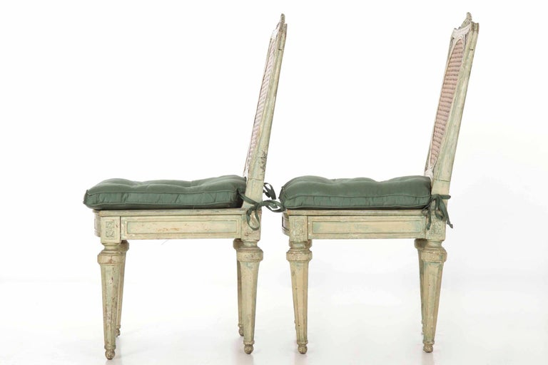 18th Century Neoclassical Italian Pair of Polychromed Antique Side Chairs, circa 1790-1810 For Sale