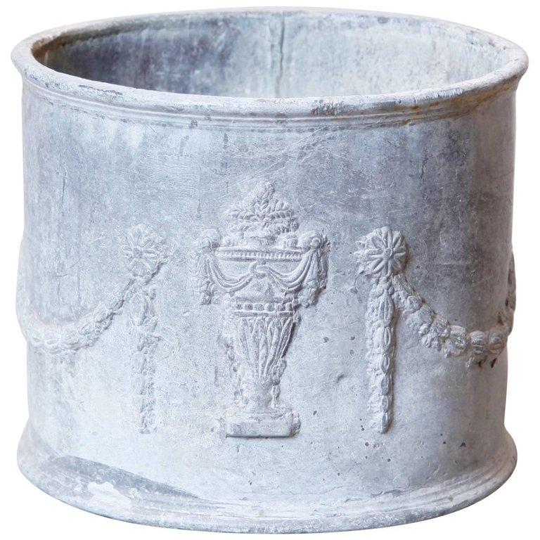 Neoclassical Lead Planter In Good Condition For Sale In New York, NY