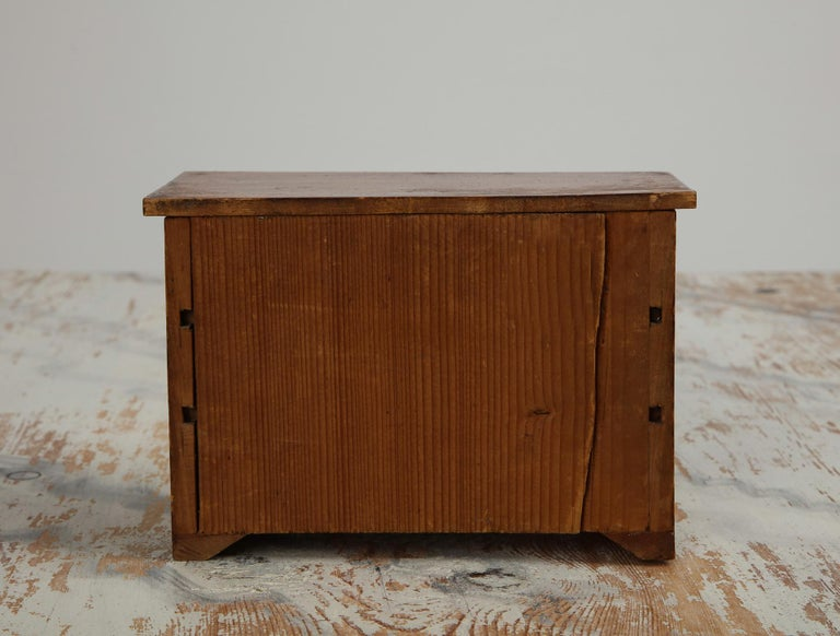 Neoclassical, Mahogany Miniature Cabinetmakers Sample Commode / Box, ca 1800 For Sale 4