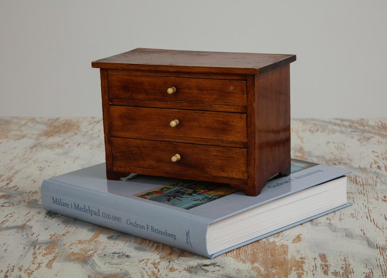 Neoclassical, Mahogany Miniature Cabinetmakers Sample Commode / Box, ca 1800 For Sale 6