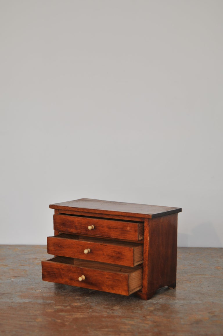 Neoclassical, Mahogany Miniature Cabinetmakers Sample Commode / Box, ca 1800 For Sale 1