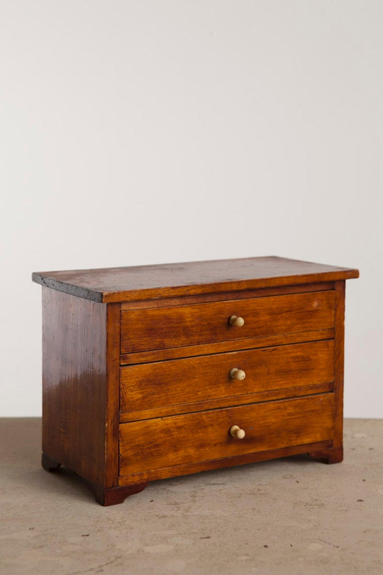 Neoclassical, Mahogany Miniature Cabinetmakers Sample Commode / Box, ca 1800 For Sale 2