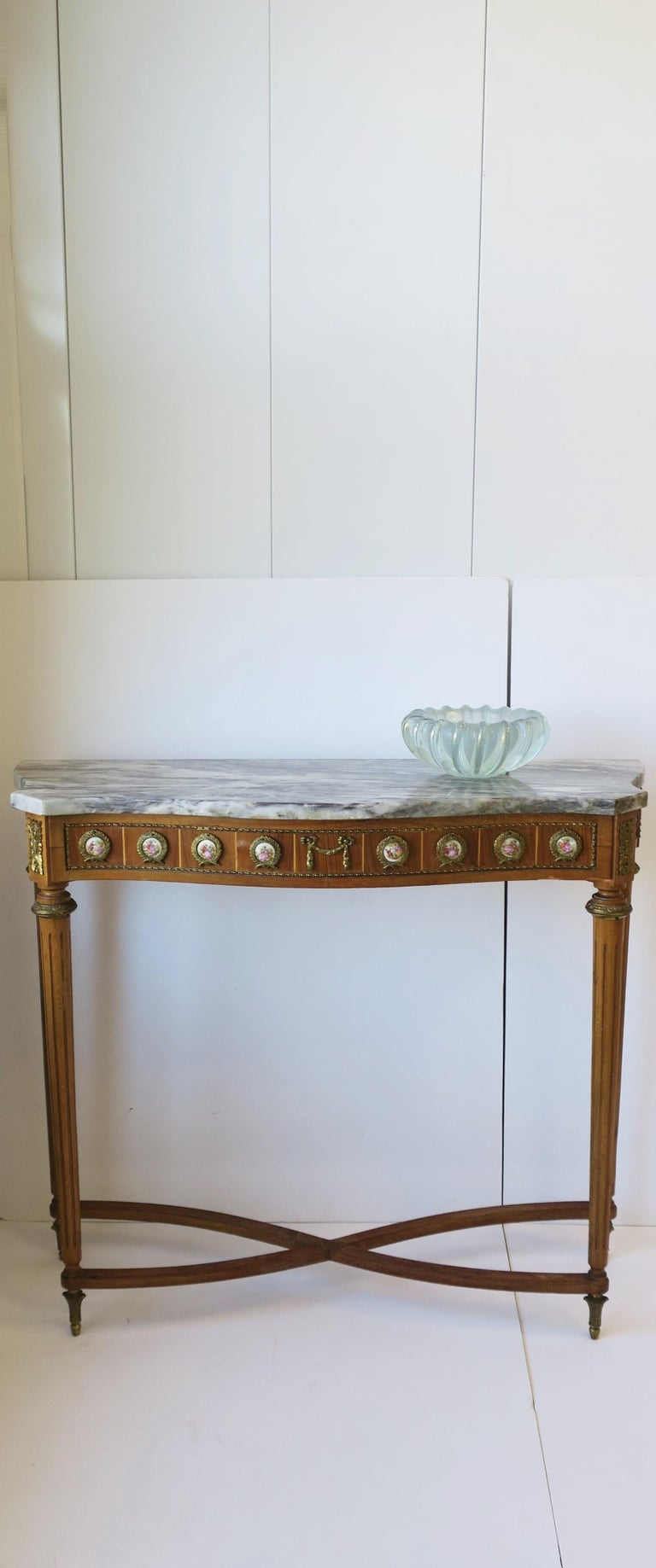 Neoclassical Marble and Brass Console Table For Sale 1