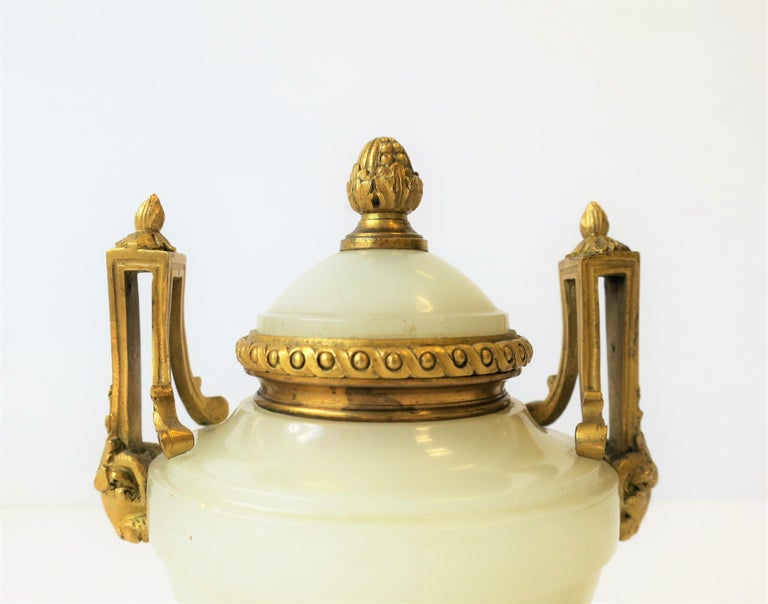 Neoclassical Onyx and Dore Bronze Inkwell In Good Condition For Sale In New York, NY