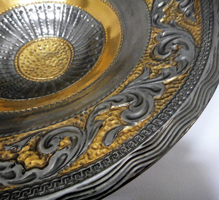 Marioni Neoclassical Style Ceramic Centerpiece, Italy In Excellent Condition For Sale In Miami, FL