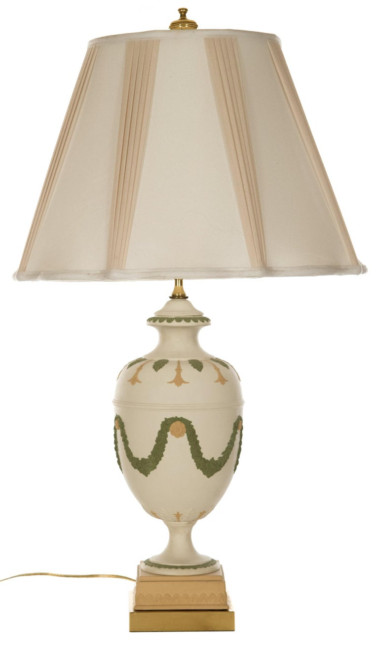 Neoclassical Style Ceramic Table Lamp with Garlands For Sale 1
