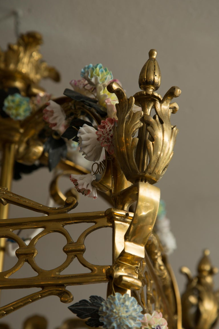 Italian Neoclassical Style Gilt Bronze Chandelier with Porcelain Decoration For Sale
