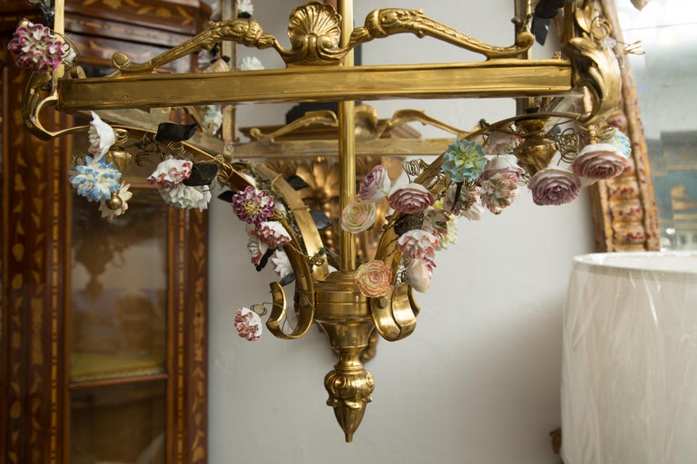 Neoclassical Style Gilt Bronze Chandelier with Porcelain Decoration For Sale 2