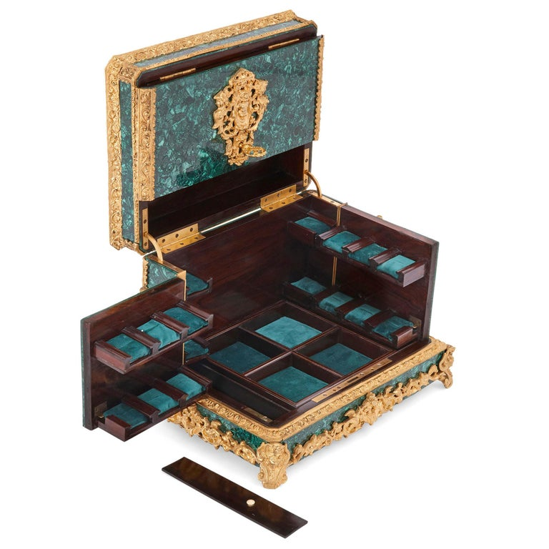 Neoclassical Style Malachite and Gilt Bronze Jewelry Casket In Good Condition For Sale In London, GB
