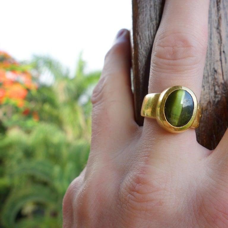 Men's Ring Rare Cat's Eye Chrysoberyl is Acid Green 11.5 Carat and 22 Karat Gold For Sale 14