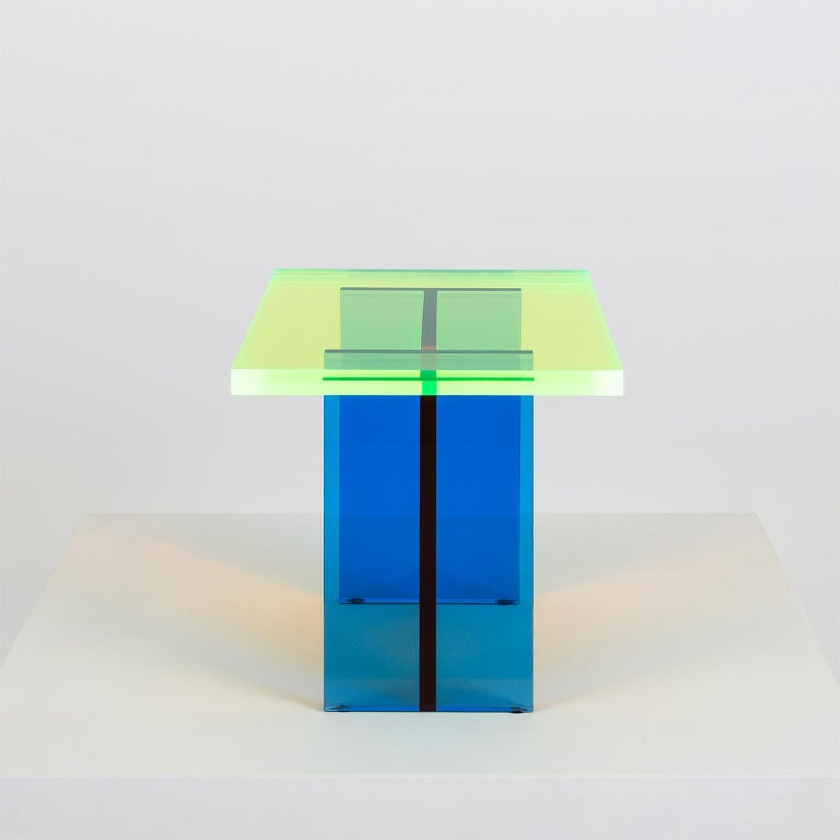 They found new beauty by stacking beautifully colored acrylic. With this new technological attempt, I have accomplished the visual beauty of seeing the sunrise or the sunset as it is literally. In particular, with the neon-colored acrylic, we can