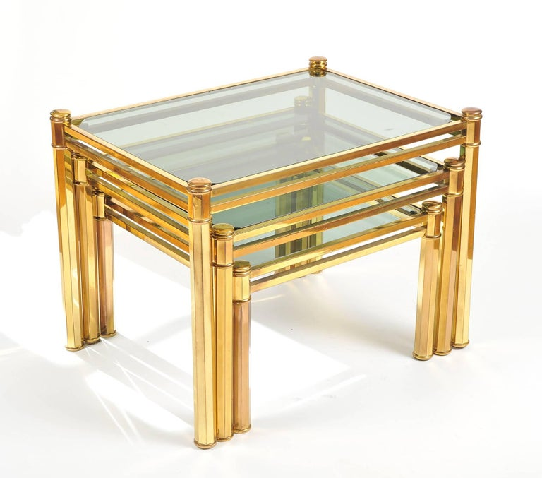Nest of three 1960s Italian Brass Side Tables In Excellent Condition For Sale In London, GB