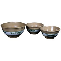 Nested Set of 3 Seaweed Mocha Decorated Pottery Mixing Bowls, 20th Century
