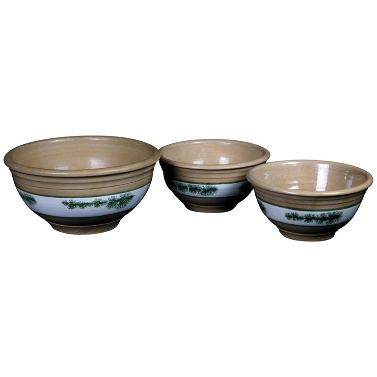 Nested Set of 3 Seaweed Mocha Decorated Pottery Mixing Bowls, 20th Century For Sale